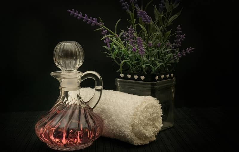 tinh dầu oải hương đem đến mùi hương dễ chịu
