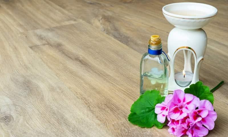 sử dụng tinh dầu phong lữ cho mùa hè