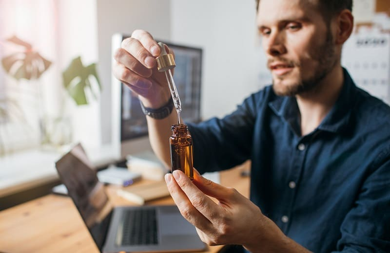 cách dùng tinh dầu ở văn phòng